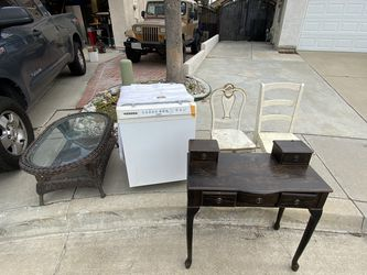 Free Furniture Etc for Sale in Rancho Cucamonga,  CA