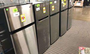 7.1 Cu Ft Top Freezer Refrigerators 3Z1X for Sale in Los Angeles, CA