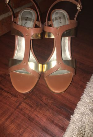 Chilis brown heels with gold bands for Sale in Rowlett, TX