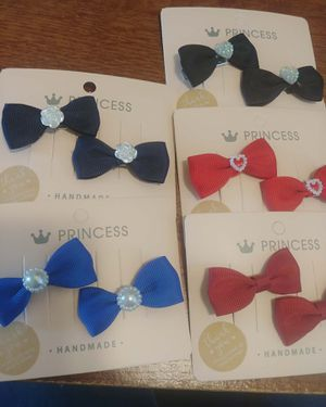 $1 set of 2 bows for Sale in Fontana, CA