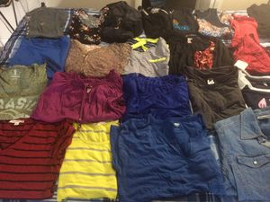 Lot of 24 pieces women's clothes ( Long, short and sleeveless shirts) Size : L for Sale in Hialeah, FL