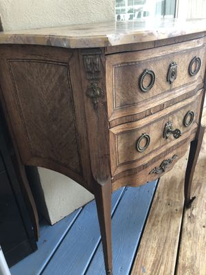 Cute antique side table with marble top for Sale in Woodbridge Township, NJ