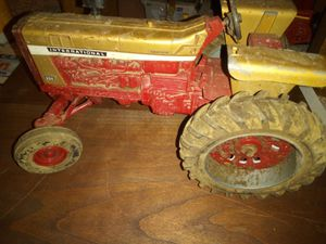 International Farmall toy tractor for Sale in Loretto, PA