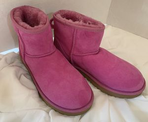 Hot Pink Classic Ugg Short Boots Size 8 for Sale in El Paso, TX
