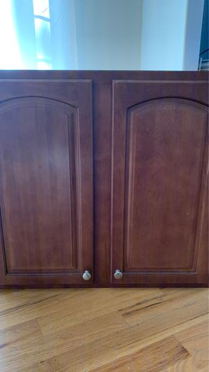 Kitchen cabinet. Good condition. Comes with 2 adjustable shelves inside. for Sale in Phoenix, AZ