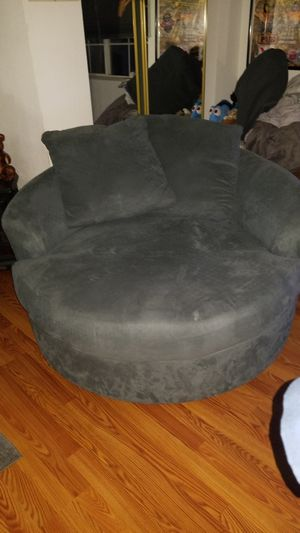Blueish gray couch $200 u pick-up does 360 like new for Sale in Yuma, AZ