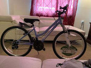 Road master mountain bike 24-inch wheels for Sale in Baltimore, MD