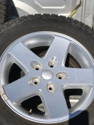 17 JEEP WHEELS & TIRES & LUG NUTS SET OF 6 for Sale in Inglewood, CA