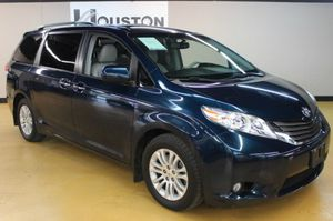 2011 Toyota Sienna LOW DOWN Extra Full Loaded 👍 for Sale in Houston, TX