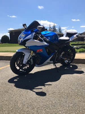2013 suzuki gsxr 750 IMMACULATE cond. 7700 miles for Sale in Endicott, NY