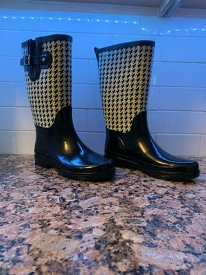 Woman's rain boots barely used for Sale in Fort Lauderdale, FL