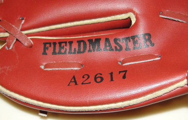 Wilson .. Fieldmaster .. A2617 .. Kirk Gibson Baseball Glove Mitt Youth. This is for the left had thrower to be worn on right hand. New