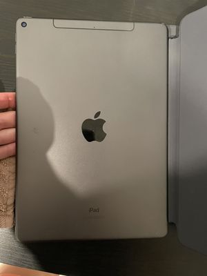 iPad Air 3rd gen cellular ( LTE) 64 GB for Sale in Tampa, FL