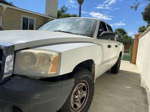 2007 Dodge Dakota Crew cab for Sale in Alhambra, CA
