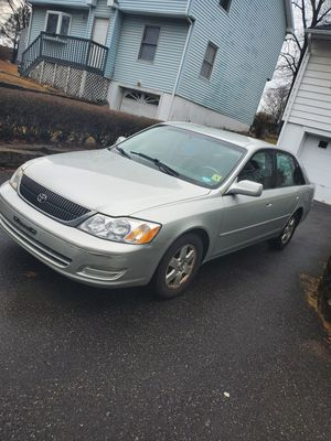 2000 Toyota Avalon VARY RELIABLE CAR AND CLRAN CAR for Sale in Wolcott, CT