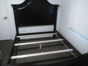 Queen size bed frame for Sale in Woodlake, CA
