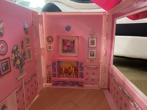 Vintage barbie fold n fun doll house for Sale in GILLEM ENCLAVE, GA