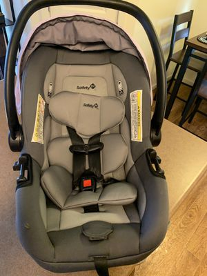 Car seat with stroller and base for car. for Sale in Kennewick, WA