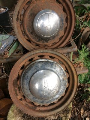1930's ford hub caps and rims for Sale in Portland, OR
