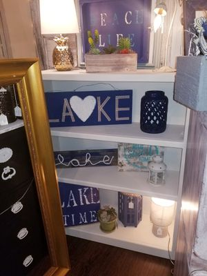 Painted white bookcase for Sale in Oregon City, OR