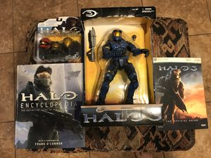 New HALO collection NIB / NIP with like new books for Sale in B.C., MX