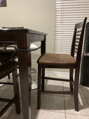 Dining table (expandable) with 5 chairs for Sale in Tampa, FL