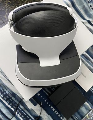 PS4 Virtual Reality Headset (PS4 not included) for Sale in Miami, FL