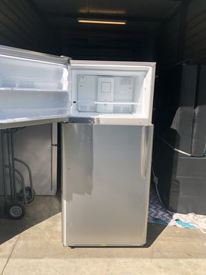 Frigidaire top freezer for Sale in Norco, CA