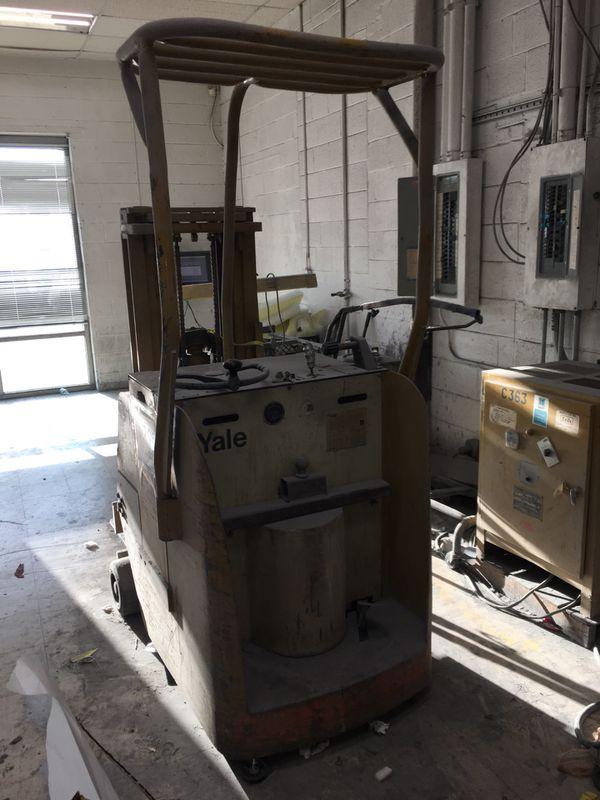 Forklift $1000