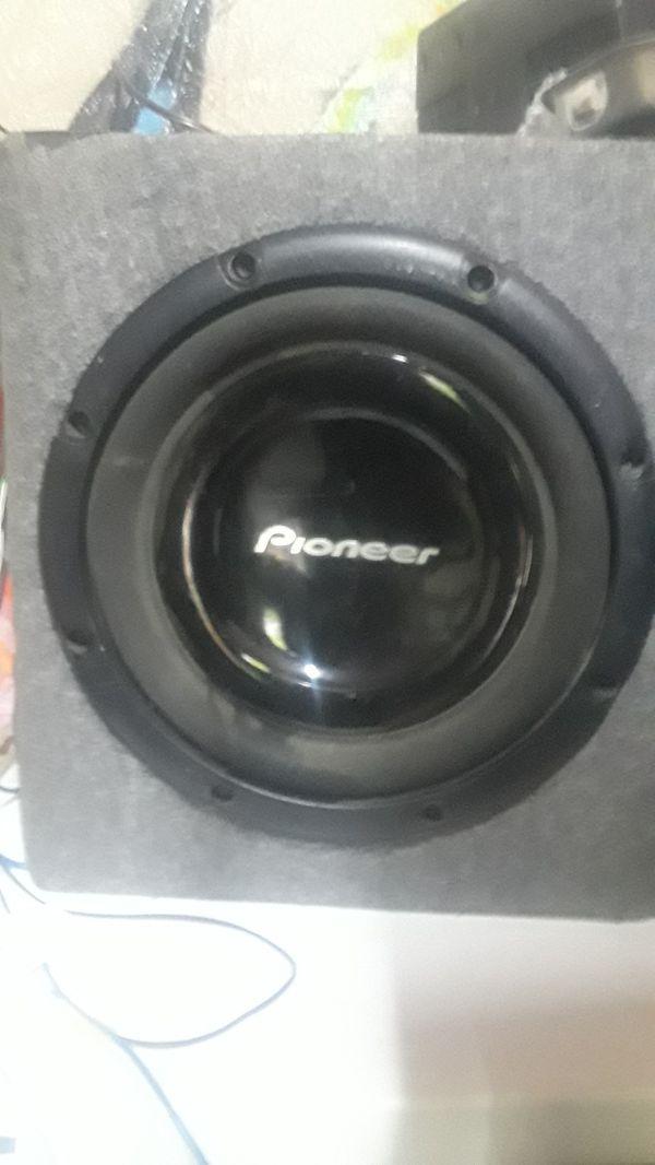 Pioneer 1200watt 12 in sub and jvc si glen din stereo
