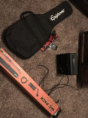 Starter Guitar Amp, guitar bag & Microphone for Sale in Apache Junction, AZ