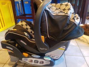 Chico - KeyFit 30 Infant Car Seat w/ 2 bases for Sale in Fairview, NC