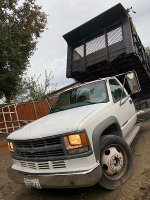 1998 chevy cheyenne 350 dump truck automatic for Sale in Seattle, WA
