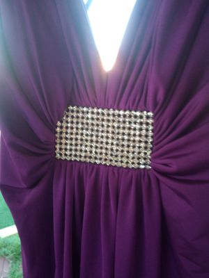 BEAUTIFUL SIZE 8 SLIM MAGENTA DRESS ITS A THEA DORA DRESS ASKING $50 FIRM pick up NO RIPS TEARS STAINS IT IS A PURPLE/MAGENTA COLOR for Sale in Phoenix, AZ