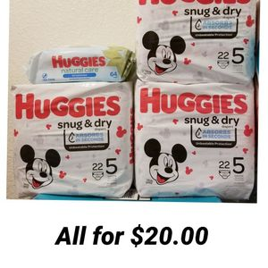 Huggies Size 5 And Wipes for Sale in Los Angeles, CA