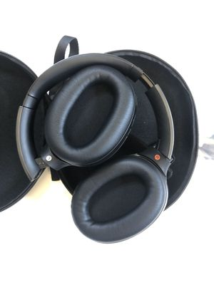 Sony noise canceling headphones MDR 1000x for Sale in Fort Lee, NJ