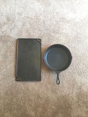 Used and good condition lodge cast iron skillet and griddle for Sale in Kirkland, WA