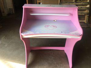 Disney Princess desk for Sale in Bensenville, IL
