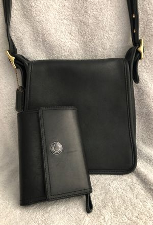 Vintage crossbody coach bag and wallet, lot of room inside for phone, wallet for Sale in Calverton, MD