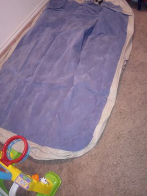 Queen size air mattress with battery pump for Sale in Dallas, TX