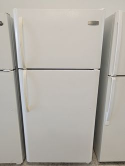 Frigidaire Top Freezer Refrigerator Used Good Condition With 90day's Warranty for Sale in Hyattsville,  MD