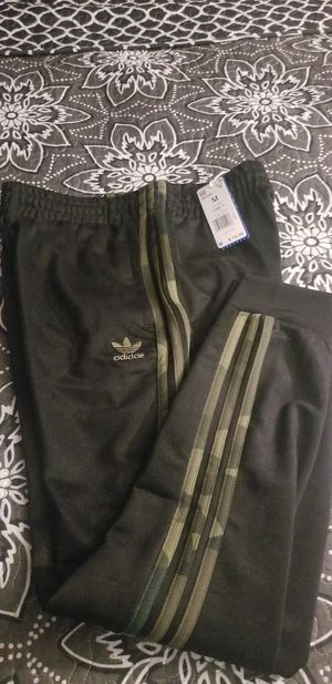Adidas CAMOUFLAGE TRACK PANTS Men's medium NEW for Sale in The Bronx, NY