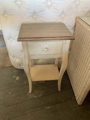 End table/night stand for Sale in La Quinta, CA