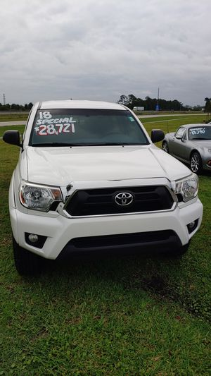 Great looking 2018 Toyota Tacoma PreRunner V6 SR5 for Sale in Daytona Beach, FL