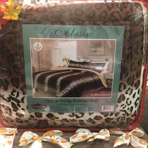Animal print Queen 3 pc set warm blanket and 2 pillow cases for Sale in Anaheim, CA