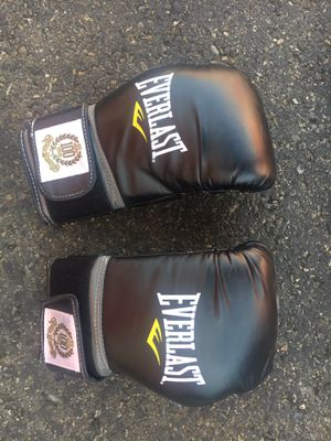 Men's Boxing Gloves with wraps for Sale in Edmonds, WA