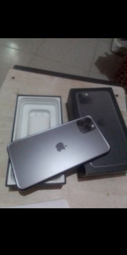 iPhone 11 pro max for Sale in Tacoma,  WA