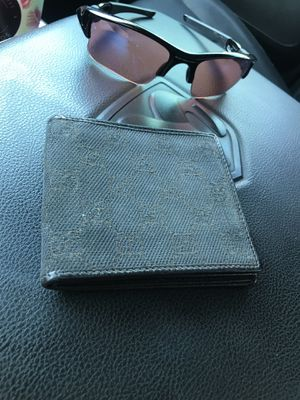Gucci wallet. Oakley sunglasses for Sale in Brentwood, CA