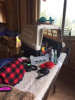 Dog Crate 22lb with used accessories. Incl. ground stake cable for run. for Sale in Salt Lake City, UT