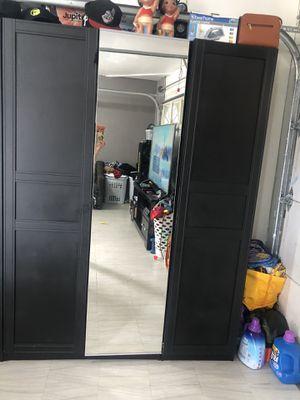 Closets 1 a 600 o los 2x1000 están muy amplios for Sale in Norwalk, CA